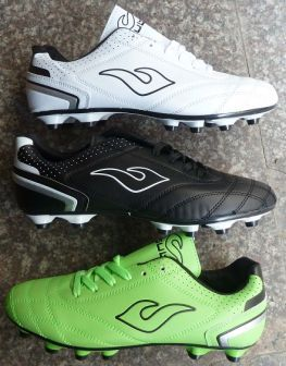 21897 - Soccer shoes in stock China