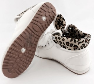 22874 - Women sport shoes trainers Europe