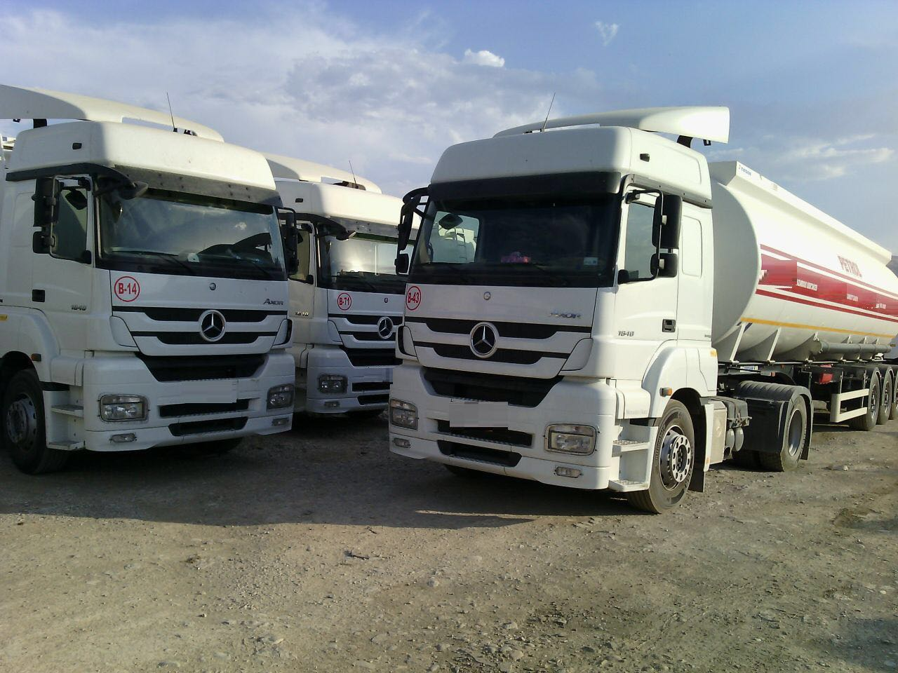 26405 - TRUCK HEAD WITH TRAILER TANKERS ( MERCEDES TRUCKS HEAD 1840 AXOR LS ) Europe
