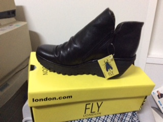 26567 - Stock Fly London shoes Europe