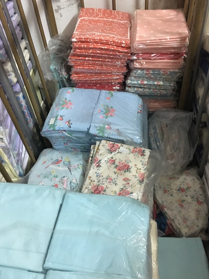 28028 - Big home textile stock in Portugal Europe